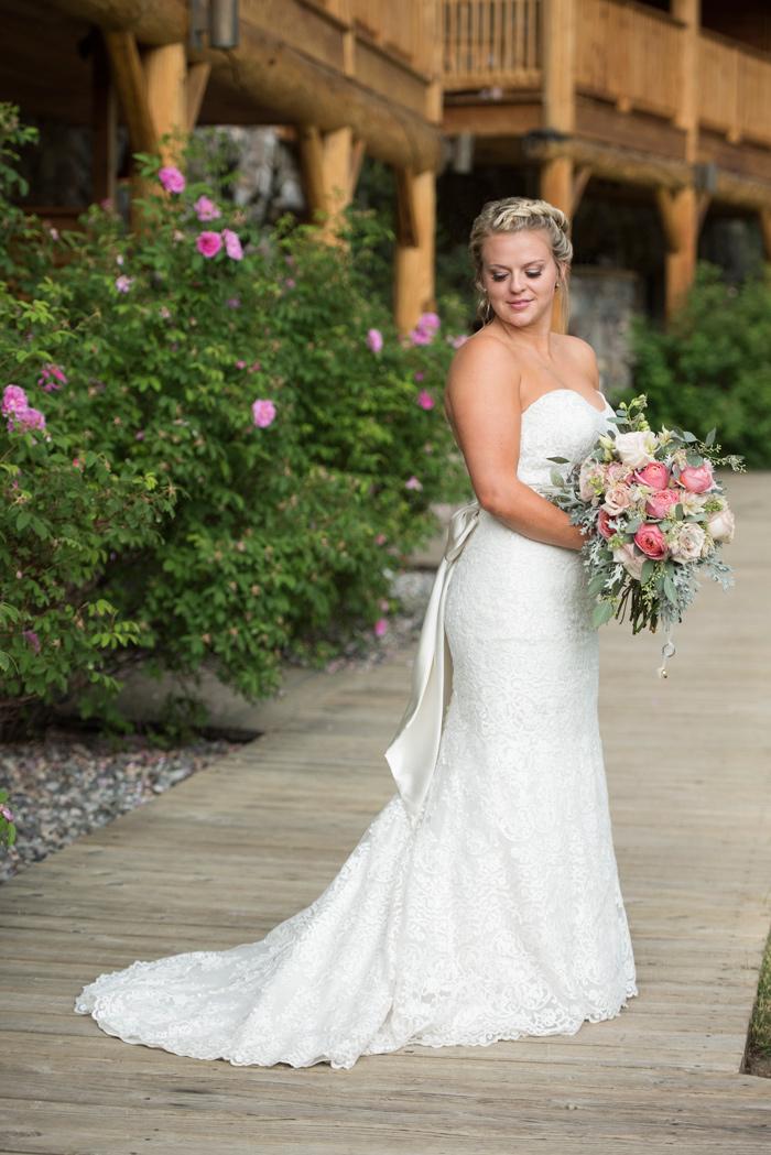 Montana Bride / Bouquet / Jessie Moore Photography / Florist: Melinda Anderson
