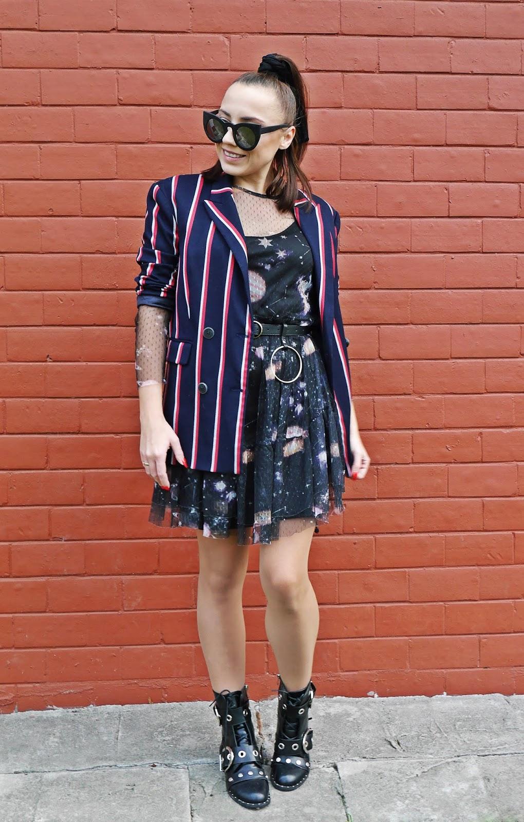 stripes jacket blezer mesh galaxy dress aliexpres belt rock boots fashion blogger karyn puławy outfit look ootd autumn look