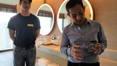 Lee (right) shows how the companion app registers a connection with the Elite Active 65t, worn by a Jabra representative on the left, and allows personalisation of the experience.