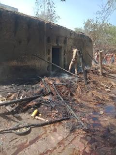 तिलक समारोह के बाद घर मे लगी आग नगदी जेवर समेत लाखो का नुकसान