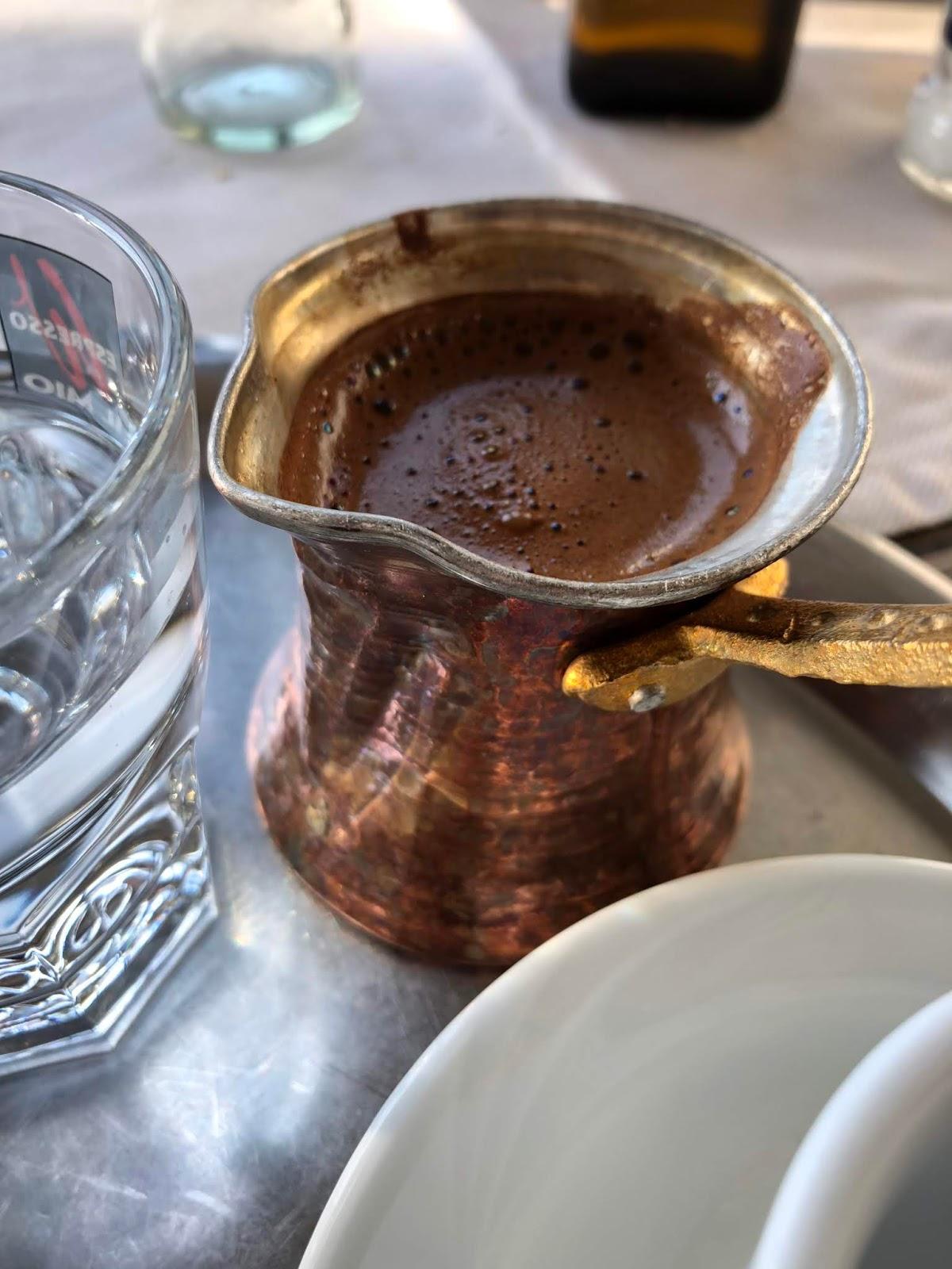 Traditioneller Kaffee beim Griechen in Köln