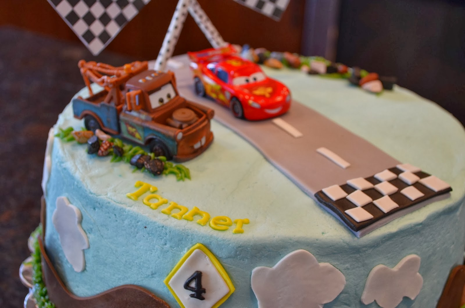 Cake Mama Lightning McQueen and Mater Cake