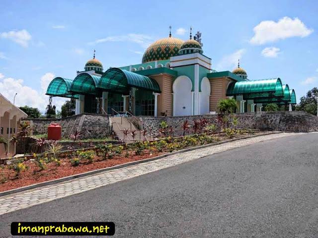 Tampak Samping Mesjid Raya Tanjung Uban
