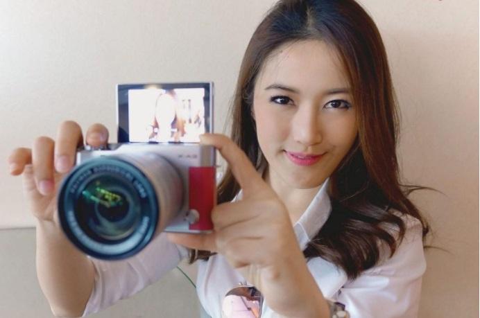 Fitur Selfie Kamera Fujifilm X-A3 Mirorrless