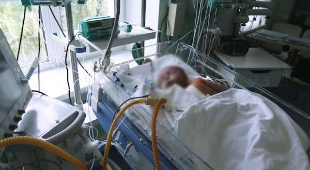 2-летняя девочка упала в ванну с горячей водой и умерла из-за ожегов, потому что мать позвонила в скорую только на следующий день