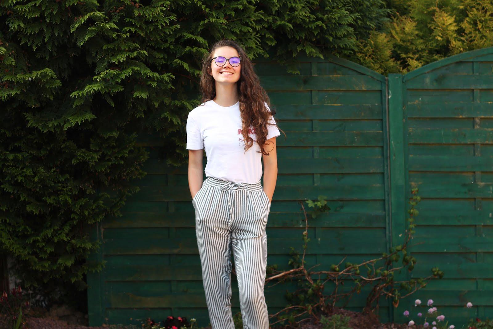rad-anais-fait-son-caprice-look-pantalon-lin-raye