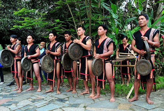 Lễ hội mừng lúa mới của dân tộc Xê Đăng nhánh Xơ Teng ở huyện Đăk Tô (Onđrô tơ triêng)