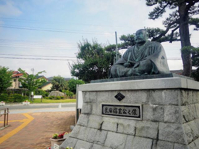 塩山駅前武田信玄像