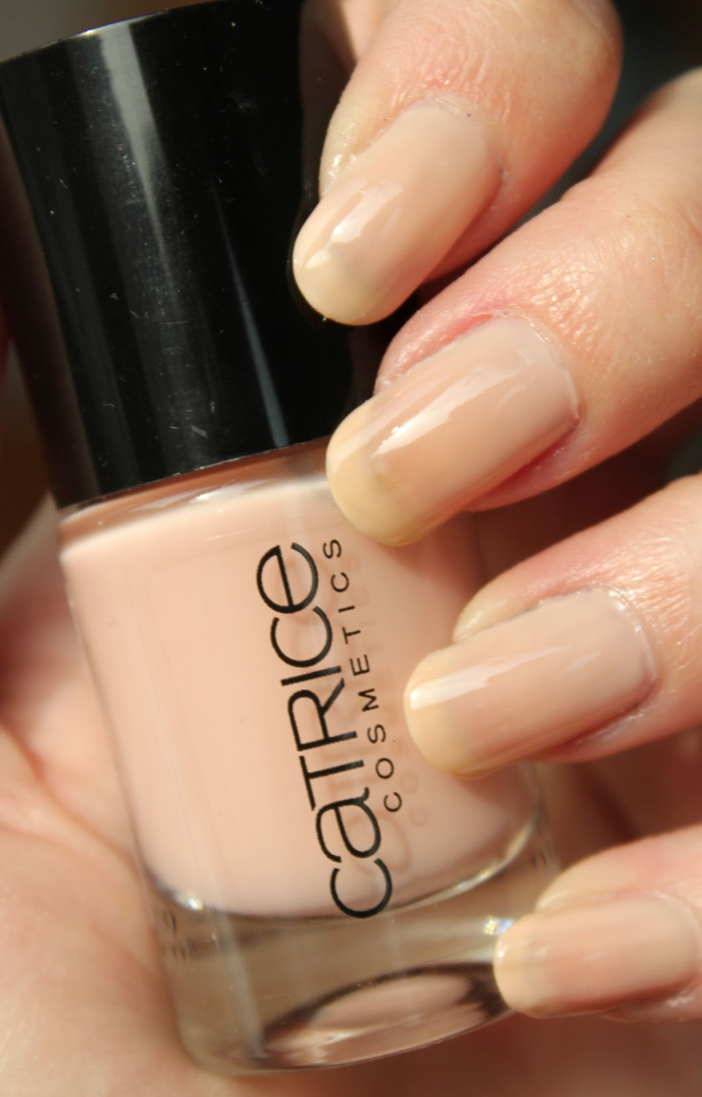 http://lacquediction.blogspot.de/2014/03/catrice-ultimate-nail-lacquer-54-my.html