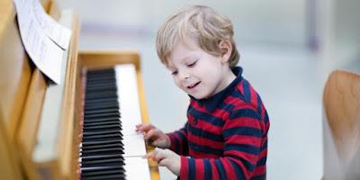 Vì sao nên chọn đàn Piano cơ cho bé học