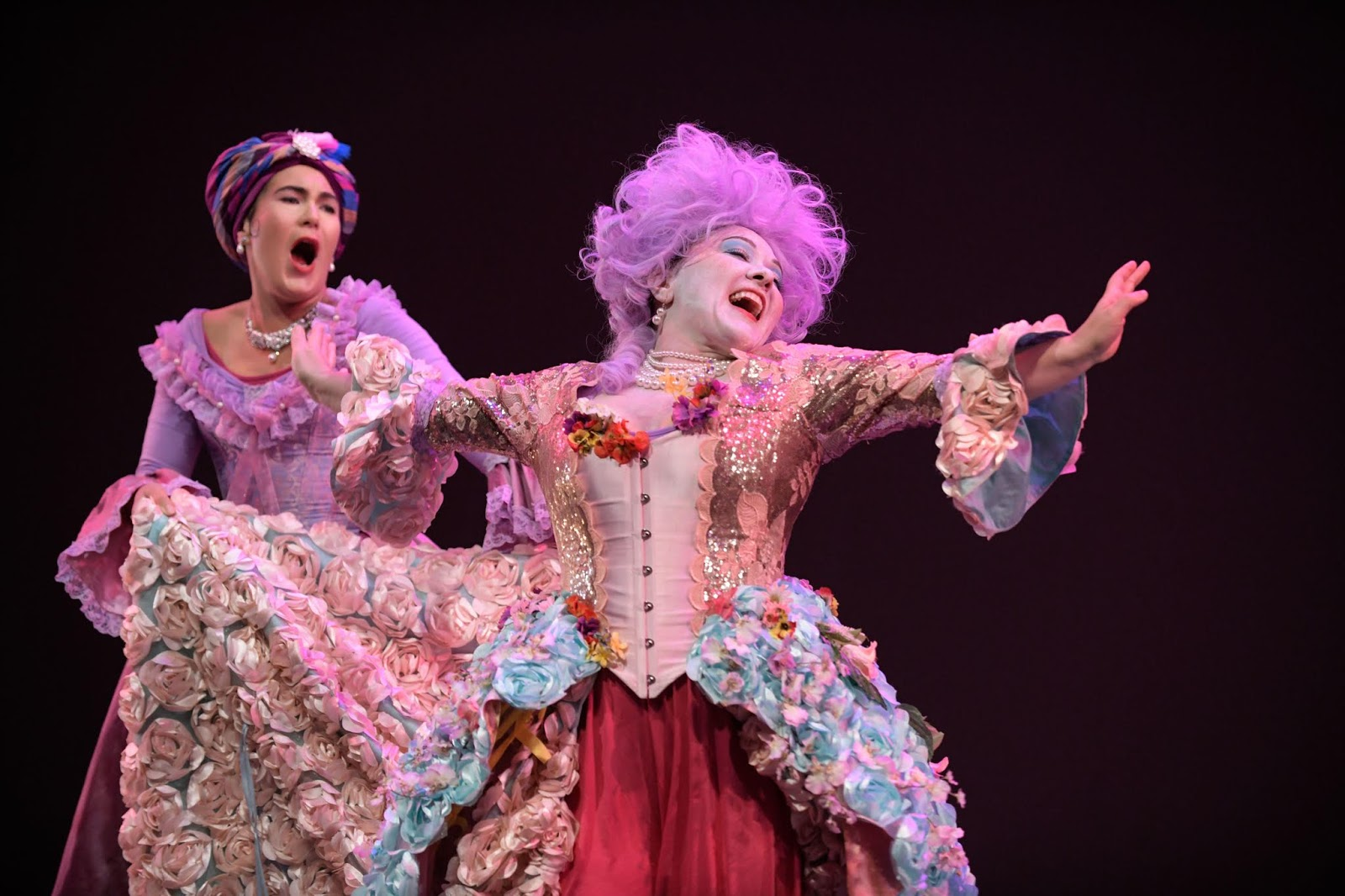 IN REVIEW: mezzo-soprano NIKOLA PRINTZ as Ermelinda (left) and soprano KINDRA SCHARICH as Rosaura (right) in Ars Minerva's November 2019 modern-world-première production of Domenico Freschi's ERMELINDA [Photograph by Teresa Tam, © by Ars Minerva]