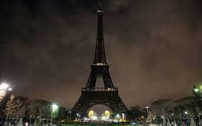 Kamu Akan Di Denda Ketika Foto Menara Eiffel saat Bercahaya di Malam Hari