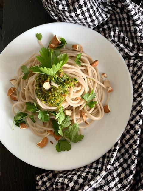 Mandel-Petersilien-Pesto mit Spaghetti, Rezept, glutenfrei, vegan, schnell, einfach, Kochrezept