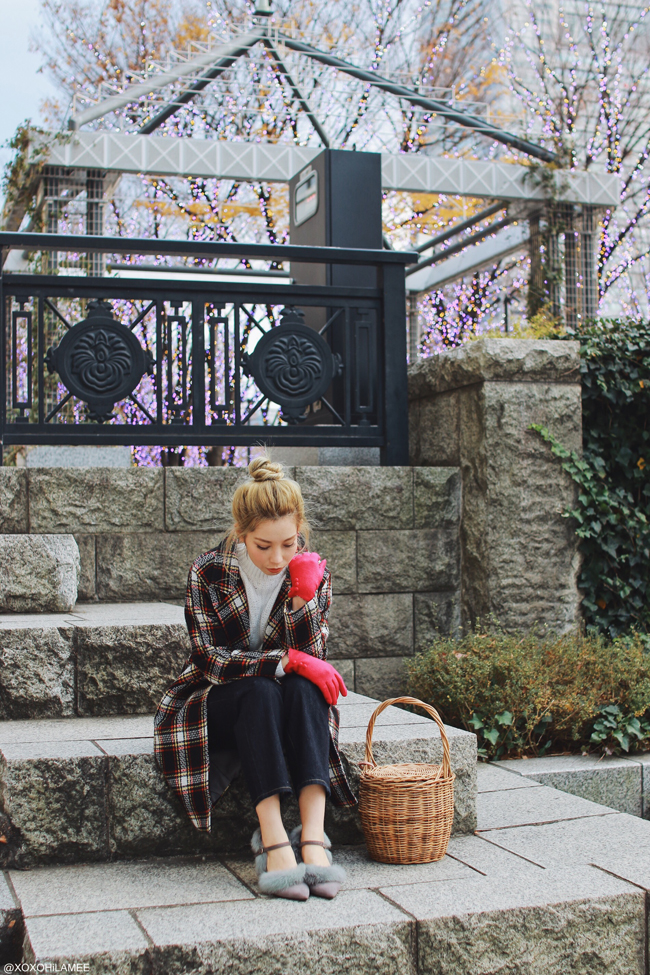 Japanese Fashion Blogger,Mizuho K,GU-White fringed knit sweater,Jeans,FAUX FUR PUMPS=CHOIES,bucket=menui,COAT=Light in the box,pink Belt=woman collection