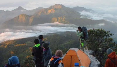 para pendaki gunung lawu
