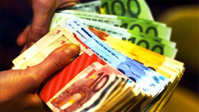 طنجة: أحبطت عناصر الجمارك محاولة تهريب أزيد من 106 ألف أورو