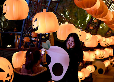 "Feel the ""pumpkin power"" and see how China celebrates Halloween!"