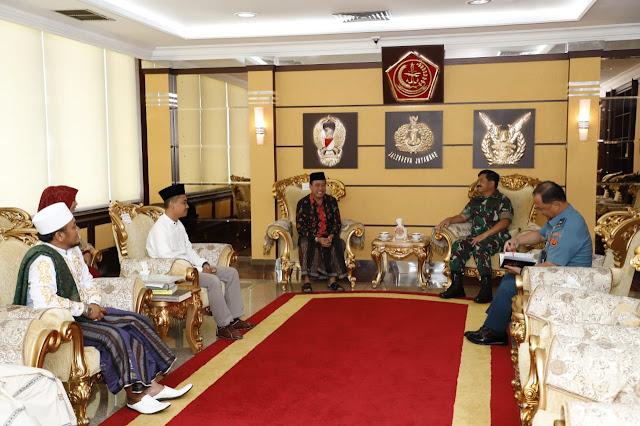 Panglima TNI Terima Ketua Yayasan Ponpes Tahfidz Qur'an Sunan Gunung Djati