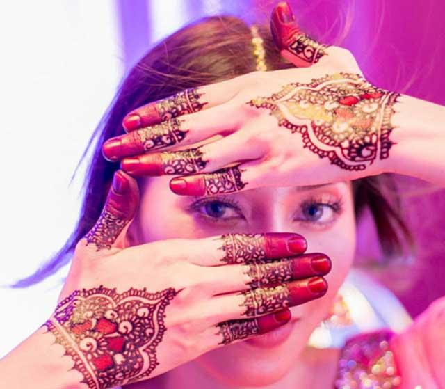 7-rahsia-kecantikan-memakai-inai-di-jari-dan-rambut