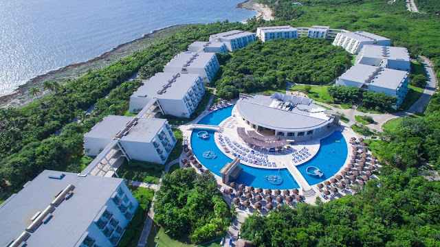 Grand Sirenis Riviera Maya Resort & Spa - All Inclusive lies on a beautiful stretch of virgin beach extending some two miles along the coast, and boasts an authentic and perfectly conserved Mayan ruin within a heart shaped inlet; one of the most beautiful spots for snorkel lovers.