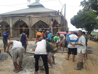 Cor Masjid, Warga Dusun Boddie desa Kassiloe Kec.Labakkang bersatu Kerja Bakti.