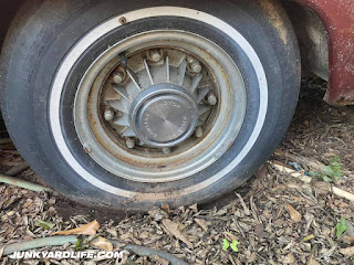 8-lug Pontiac wheel with built-in drum brakes were an oddity but still functional.