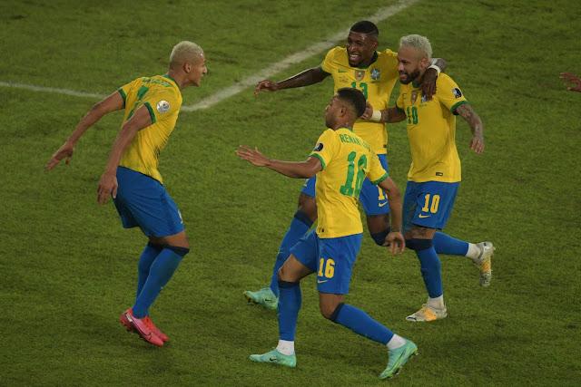 Brazil players Richarlison and Neymar Copa America