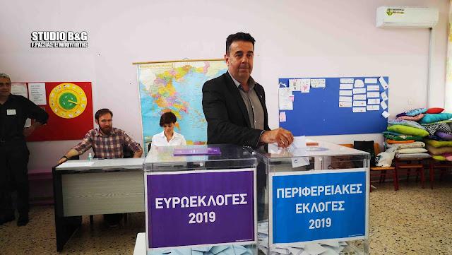 Ο Δημήτρης Κωστούρος άσκησε το εκλογικό του δικαίωμα