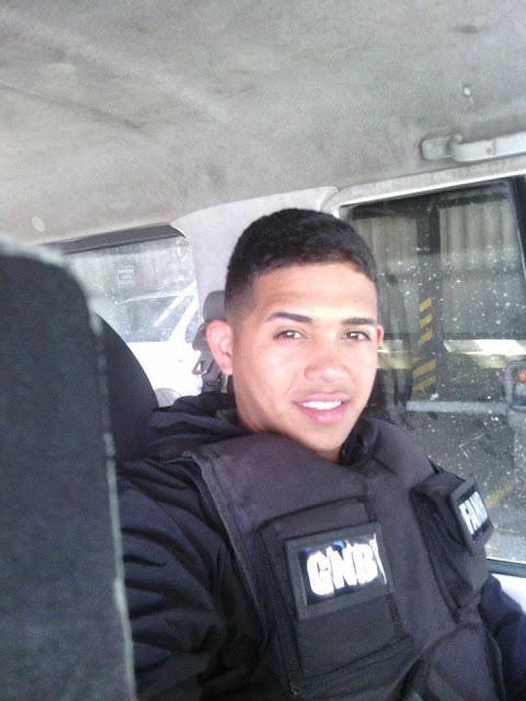 joven caliente de guardia de seguridad