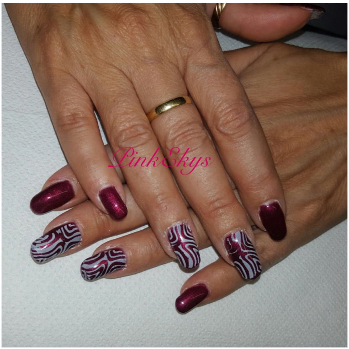 Unghie in gel Bordeaux \u0026 Stamping