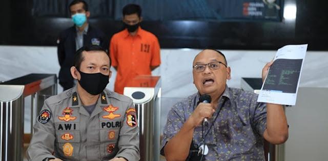 Penyebar Data Denny Siregar Cepat Ditangkap, Kok Ulin Yusron Relawan Jokowi Seakan Kebal Hukum?