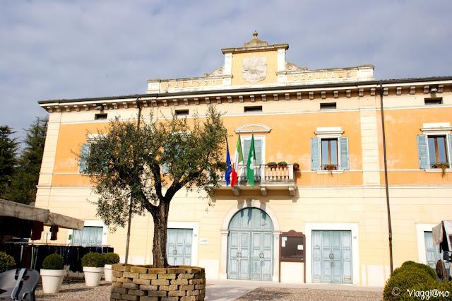 Il Municipio di Monzambano