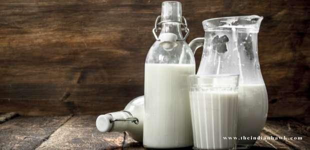 दूध पीने के फायदे : जानिए क्यों हर उम्र में दूध पीना है जरूरी