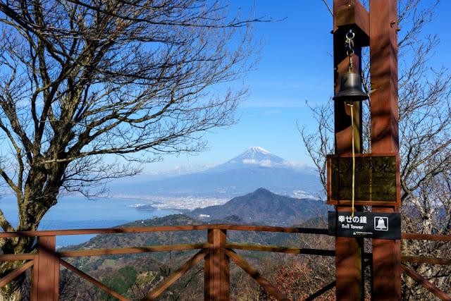 幸せの鐘と富士山~伊豆の国パノラマパーク(葛城山)
