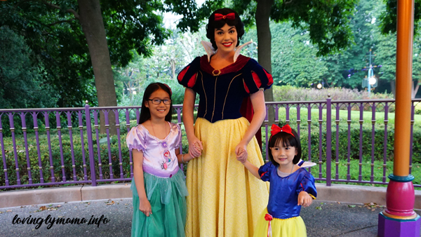Hong Kong Disneyland magic - Snow White