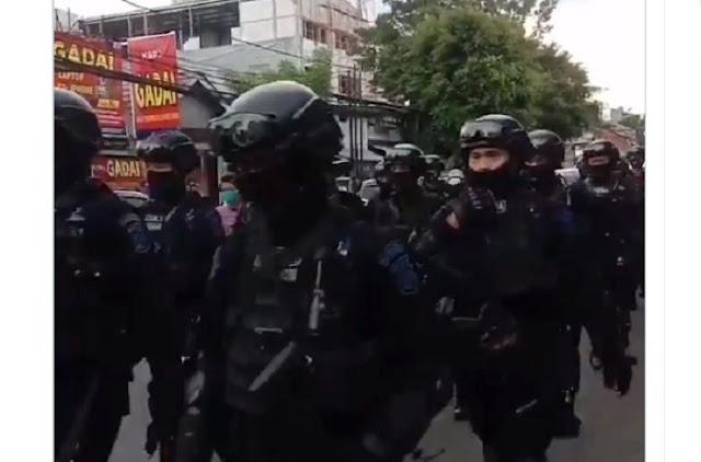 Habib Rizieq Bakal Dijemput Paksa? Video Brimob 'Kepung' Petamburan Beredar di Medsos