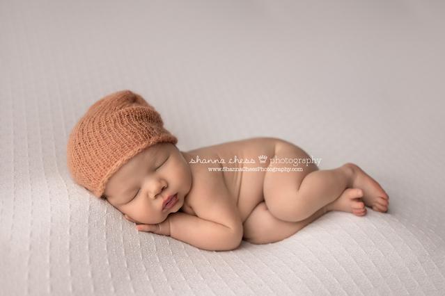 Newborn photo studio near me Eugene Oregon