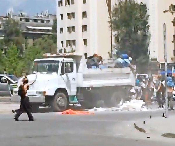 Deportan a venezolano acusado de arrojar escombros en Plaza Italia