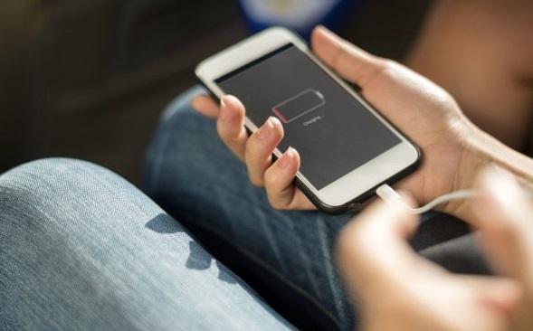 4 Solusi Pengisian Baterai Tidak Mau Penuh Karena Mengisi Daya USB