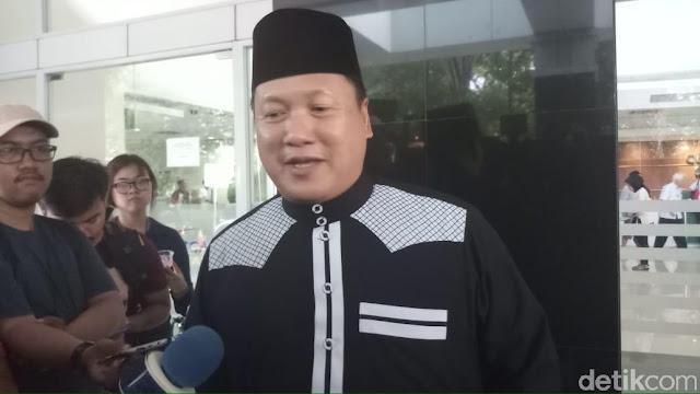 Sahabat: Ustaz Arifin Ilham Komunikasi dengan Isyarat
