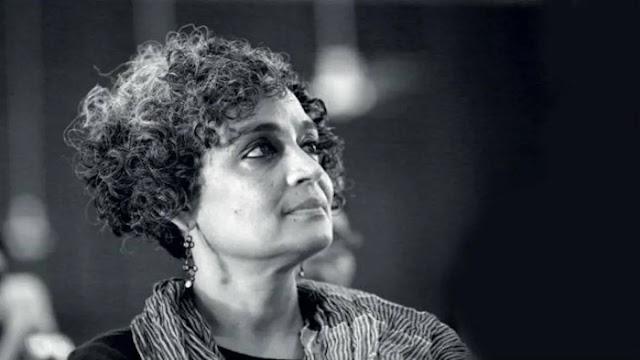 'මනුෂ්යත්වයට එරෙහි අපරාධයක සාක්ෂිකරුවන් වෙන්න අපිට සිදුවෙනවා ' – Arundhati Roy