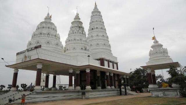 मंदिर में पूजा करने के दौरान भक्त संग हुआ ऐसा, जानकर उड़ जाएंगे होश