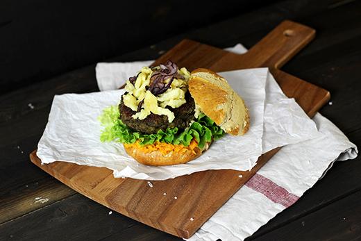 Rezept vegetarisch Spätzle-Linsenburger im Laugenbrötchen Holunderweg18
