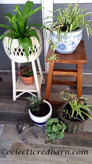 Plant stand. Share NOW. #plantstand #DIY #stand #eclecticredbarn