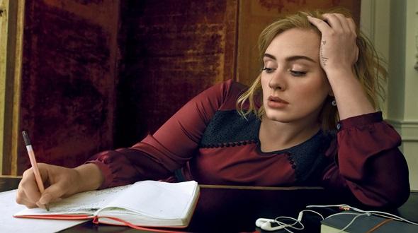 Adele dice que sufrió depresión postparto