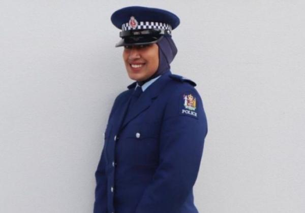La police néo-zélandaise intègre le hijab à son uniforme pour faciliter le recrutement de musulmanes