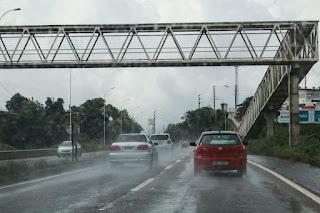 Dia começa com chuvas em João Pessoa e há risco de alagamentos e queda de árvores; veja orientações