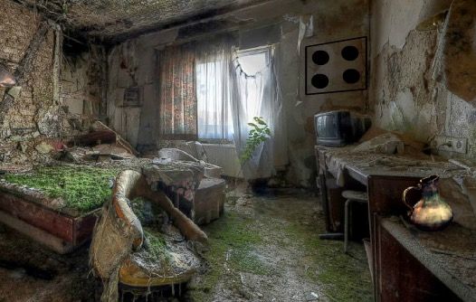 Abandoned Greenhouse Esca…