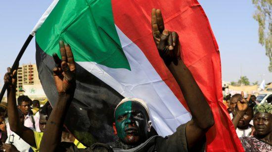 السودان.. إصابة 10 أشخاص على الأقل بإطلاق نار قرب تجمع للمعتصمين في الخرطوم