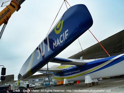 Macif, de François Gabart, a été remis à l'eau à Lorient.